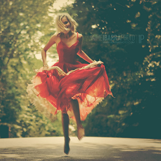 beauty,red,dress,running,woman,fashion,jinz-c646adf523e79fa2dac415d61d87747f_h_large