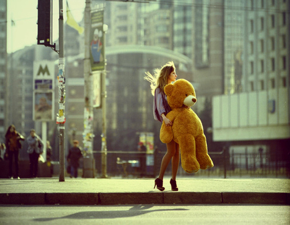 bear-big-teddy-bear-city-fashion-girl-high-heels-Favim.com-48714