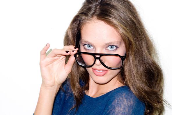 ilovegreeninsp_emily_didonato_blusweater_nerd_glasses