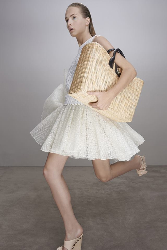 ilovegreeninsp_all_white_dress_girl