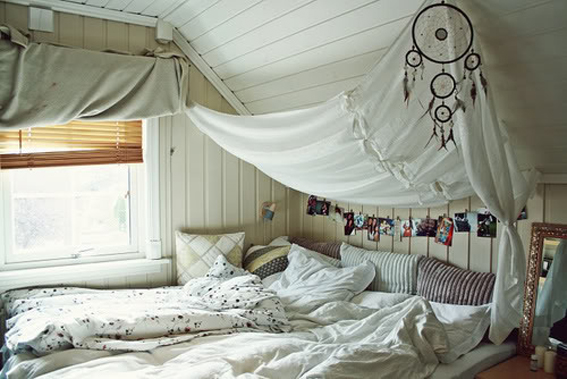Wednesday dreamy inspiration Canopy bed I Love Green