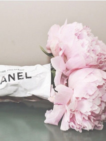 A chanel bouquet of flower