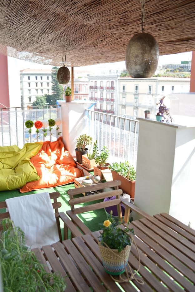 Arredare un mini terrazzo la stanza in pi senza pareti for Arredare terrazzo ikea