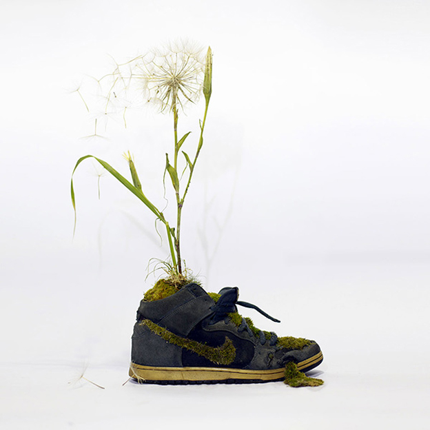 ilovegreeninspiration-just-groth-it-Nike_yellow_shoes_flowers_2