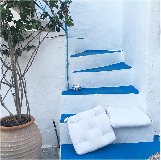 Greek outdoor inspiration: total white and a touch of blue