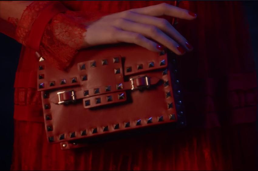 Rosso nella moda, Valentino ci ha colorato il suo mondo
