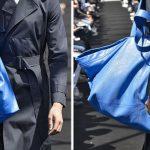 Borsa blu Ikea Balenciaga, collezione uomo primavera estate 2017